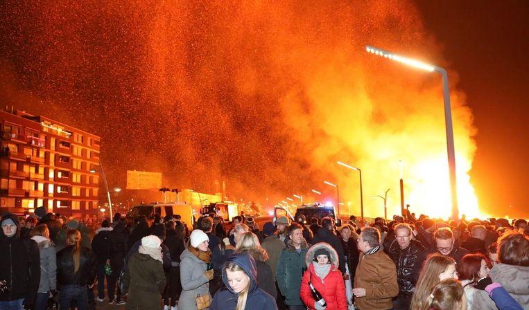 De boulevard moest worden ontruimd vanwege het brandgevaar. Beeld RV