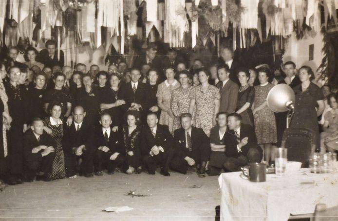Hengelo - Bevrijdingsfeest Sloetsweg - bevrijding 1945