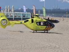 Traumahelikopter rukt uit voor onwelwording op strand Ter Heijde