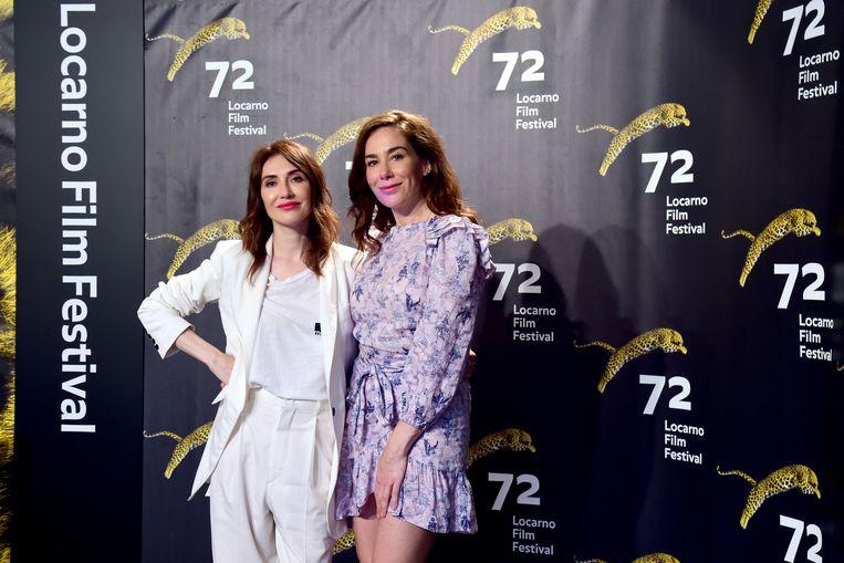 Halina Reijn (rechts) en Carice van Houten bij de première van Instinct. Beeld Getty Images