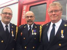 Lintjes voor de brandweermannen
