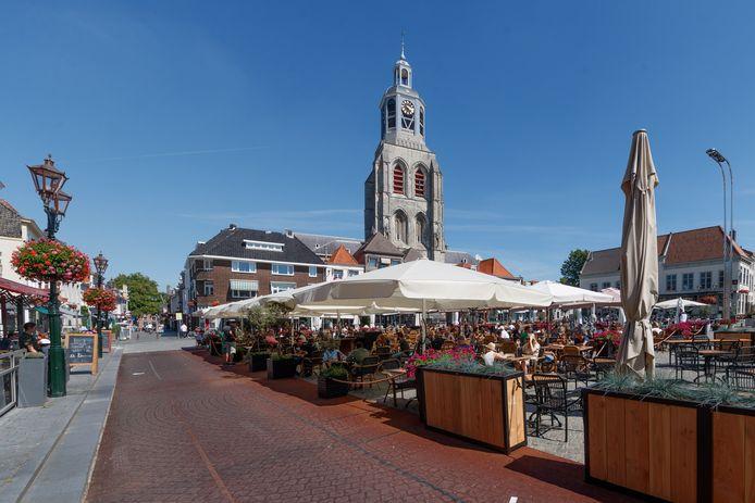 Deze zomer was er een gezellig sfeertje op de Grote Markt in Bergen op Zoom. Toch kan de binnenstad een stuk levendiger dan dat hij nu is.