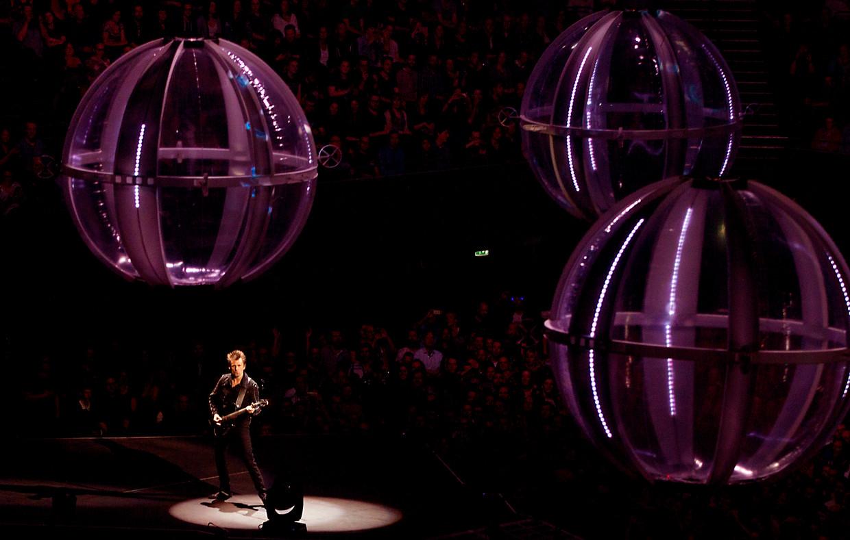 De Britse rockband Muse tijdens een optreden in Ziggo Dome, 2016.