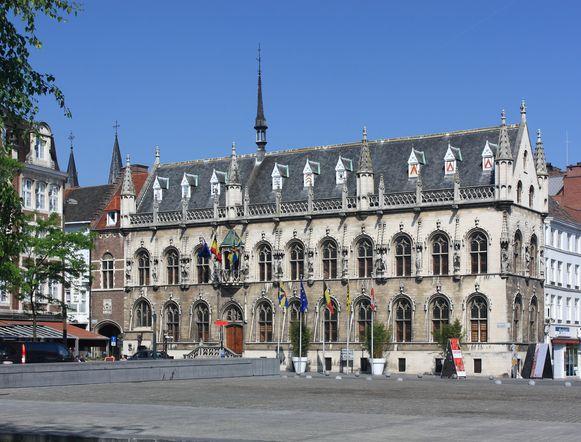 Het drama speelde zich af op de Grote Markt in Kortrijk.