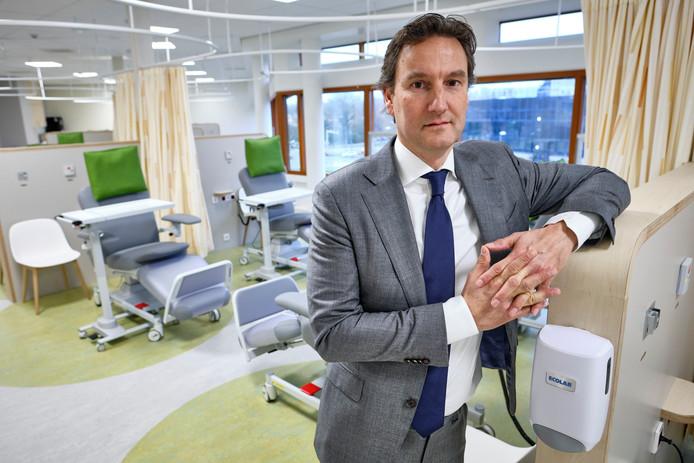 Ward Hofhuis, voorzitter van de oncologiecommissie op de nieuwe afdeling dagbehandeling.