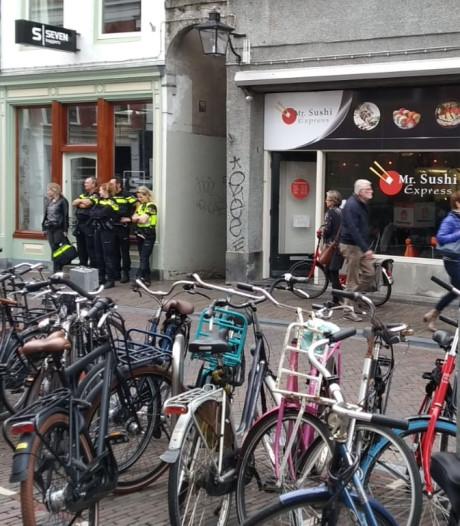 Politie doet inval bij restaurant Mr. Sushi aan Twijnstraat Utrecht