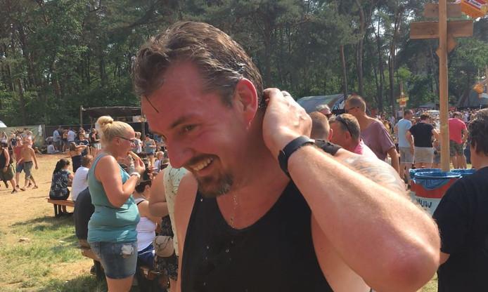 Michiel uit Amersfoort wapent zichzelf tegen de hitte