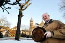 Bert Klerks bij de vrijheidseik van Oisterwijk.