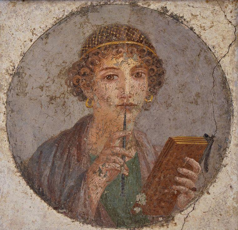 Dichteres Sappho schreef veel over haar liefde voor vrouwen. Ze kwam van het eiland Lesbos en daar is het woord lesbisch van afgeleid.