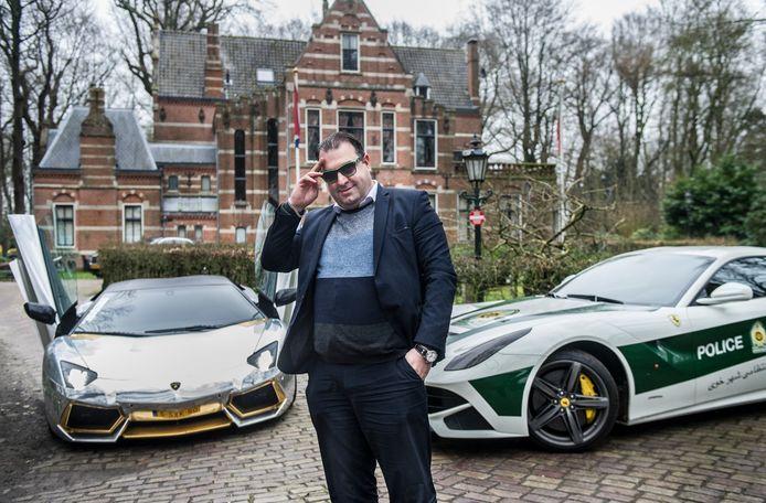 Ondernemer Salar Azimi, die 'niets' met auto's zegt te hebben, poseert met een klein deel van zijn indrukwekkende wagenpark.