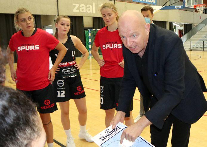 Kortrijk Spurscoach Benny Mertens meent dat het wel eens een verrassende competitie kan worden.