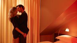 """Katrien (48) kan haar nieuwe vriend niet meer vertrouwen: """"Hij heeft nog seks gehad met zijn ex"""""""