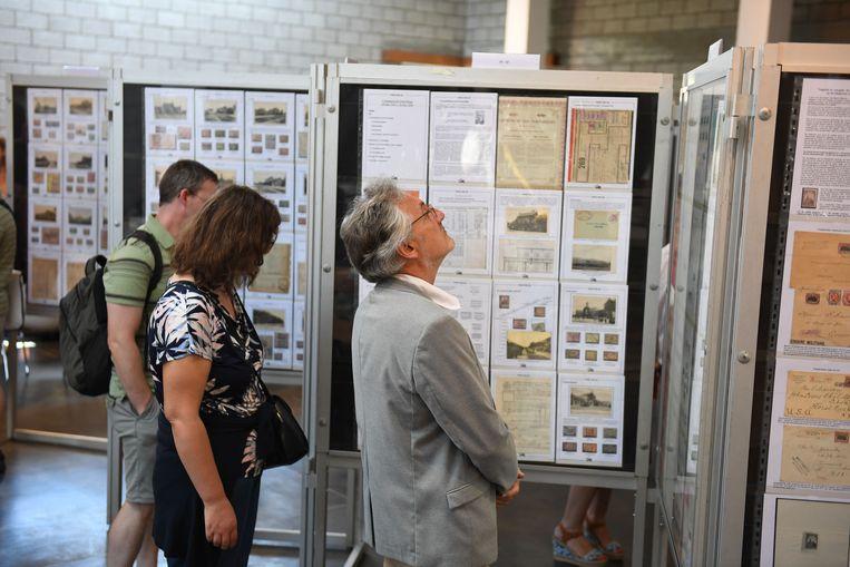 Veel interesse voor de postzegels in Don Bosco Centrum.