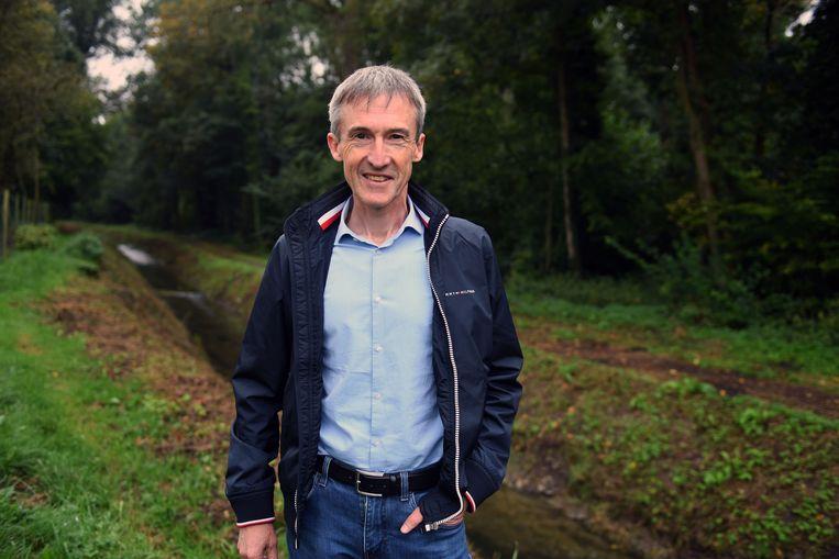 Stefaan Vandevenne aan de Barebeek in het natuurgebied.