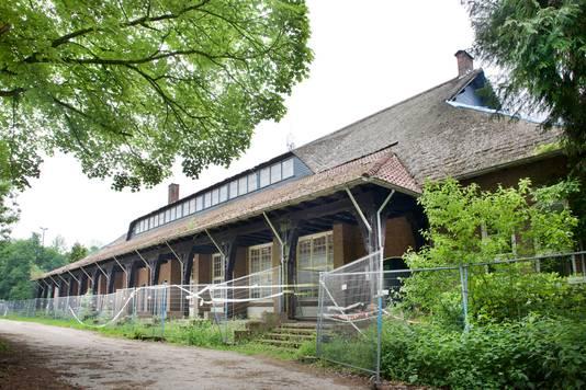 De sporthal in Ellecom, hier nog voor de restauratie.