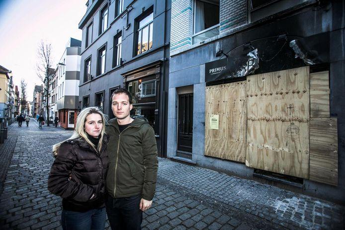 Anouchka en Brecht, de eigenaars van het in brand gestoken pand.