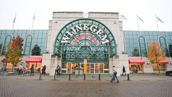 De leverancier werd overvallen aan het Wijnegem Shopping Center.