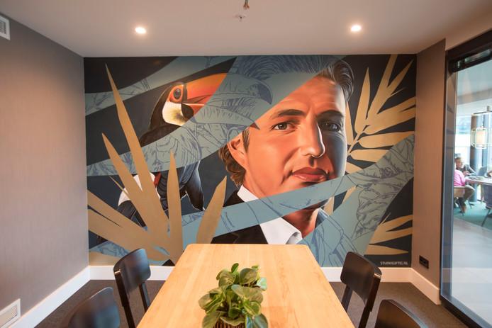 Graffiti-artiesten hebben muren van vergaderruimtes in van de Valk Hotel beschilderd met bekende Eindhovenaren zoals Pieter van den Hoogenband