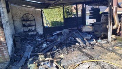 """Ontspanningsruimte gaat volledig in vlammen op: """"Mijn collectie beeldjes vernield"""""""