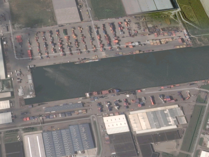 De haven aan de Zeehavenweg in Moerdijk.