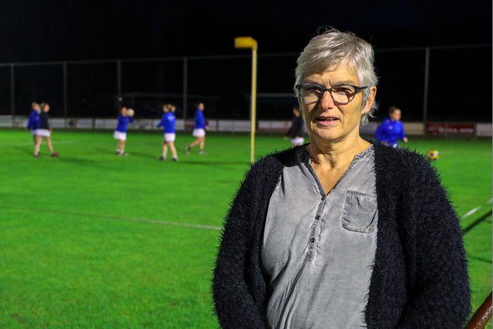 Thera Ansems is 50 jaar bij DDW, de korfbalvereniging in Hooge Mierde.
