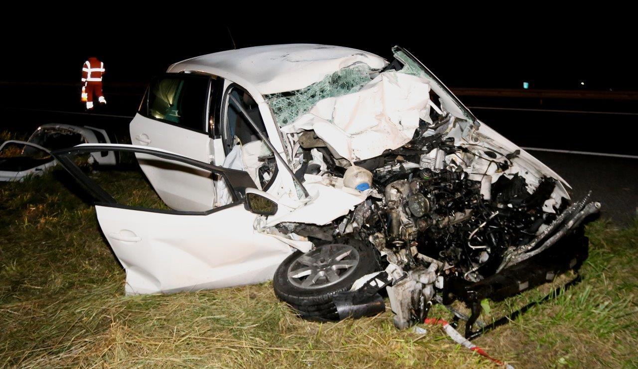 Het voertuig is verwoest door het ongeval op de A15.