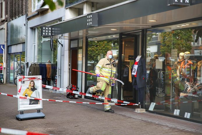 De explosie vond plaats bij Van Vuuren Mode aan de Slotlaan in Zeist.