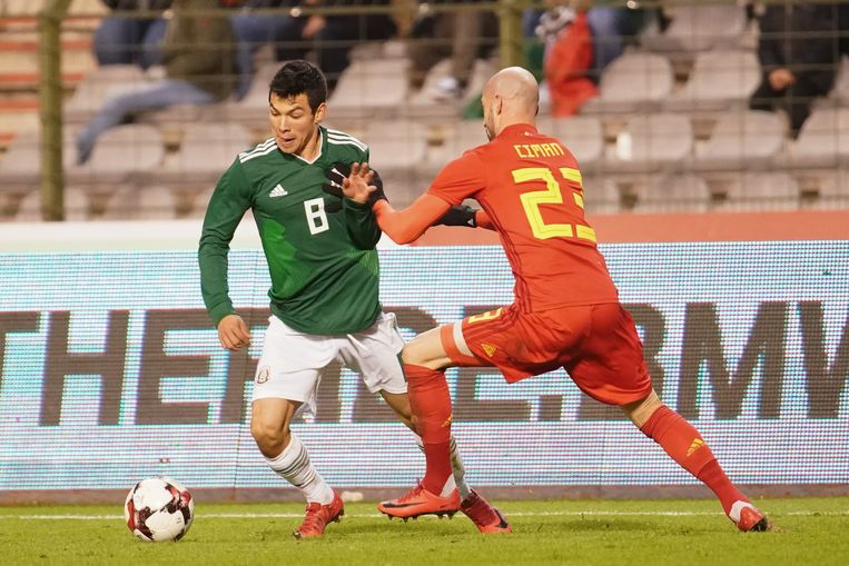 Lozano in duel met Laurent Ciman.