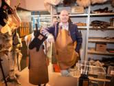 Voetballen, lederwaren en portofoontassen: het komt allemaal van dit atelier in Terheijden