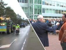 Tientallen boeren met trekkers naar Provinciehuis in Den Haag