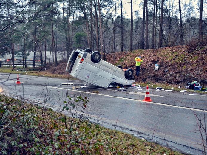 Na het ongeval werd de weg enige tijd afgezet.