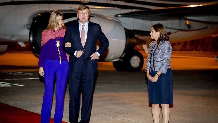 Koning Willem-Alexander en koningin Maxima arriveren op het vliegveld in Lissabon. Beeld anp