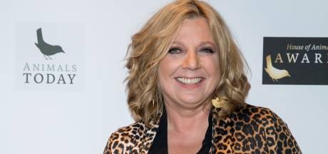 Loretta Schrijver in jury van kerstdorpjes-show RTL