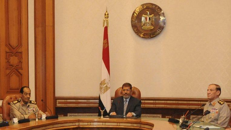 Mursi (m), Tantawi (l) en Anan op 10 augustus. Beeld reuters