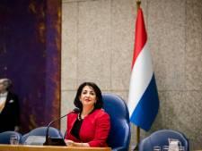 Nederlandse vlag in Altena komt naast koningsportret