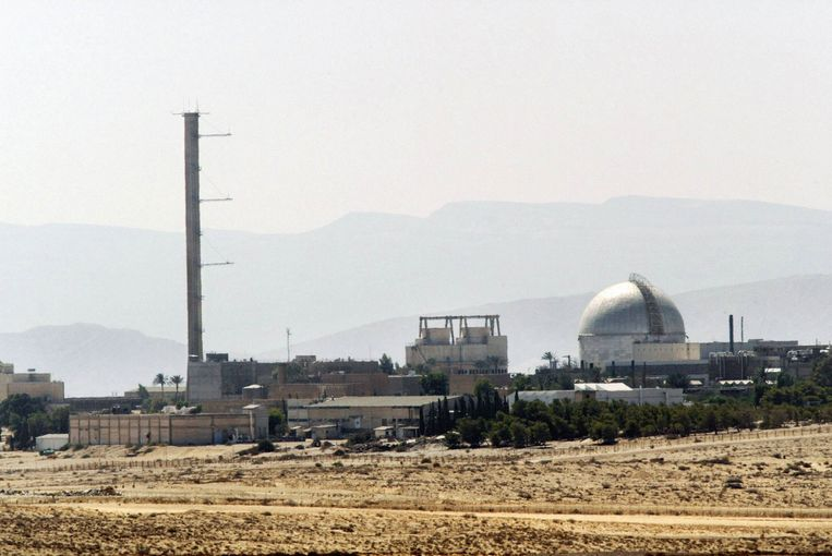 De Dimona-kerncentrale in de Negev-woestijn. Dankzij de onderzoeksreactor,geleverd door Frankrijk in de jaren vijftig, werd Israël een kernwapenmogendheid. Beeld afp
