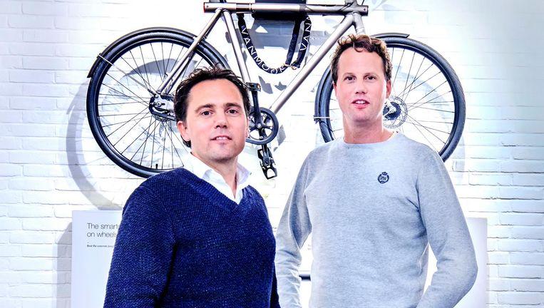 Oprichters Taco en Ties Carlier. Wereldwijd rijden er zo'n 60 duizend mensen op een VanMoof. Beeld Raymond Rutting / de Volkskrant