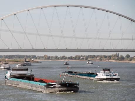 Wegzakkende Waal en IJssel dreigen onbevaarbaar te worden