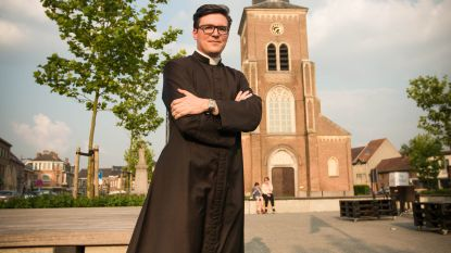 """Mol Pieter is niet de enige jonge priester die voor meer dan z'n eigen parochie preekt: """"Wereldvreemd, wij? Ik zit ook op Facebook, hoor"""""""