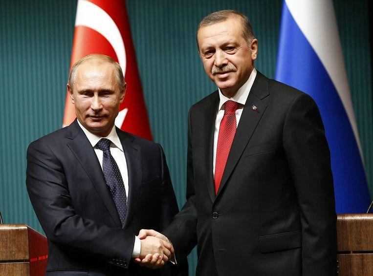 Russische president Vladimir Poetin met zijn Turkse tegenhanger Tayyip Erdogan. Beeld reuters