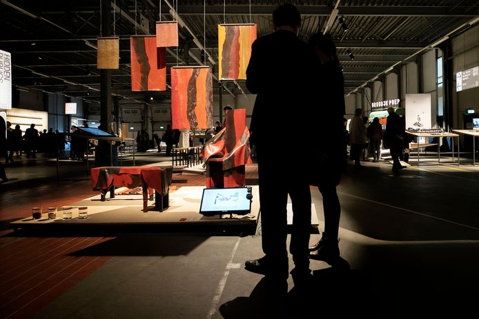 Graduation Show van Design Academy Eindhoven in voormalige Campinafabriek aan Kanaal Zuid; DDW kreeg de Gouden Duim 2019 van de Stichting Platform Gehandicaptenbeleid voor de toegankelijkheid.