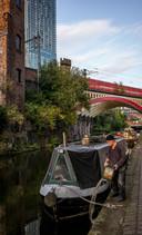 Bootjes varen door de oude kanalen van de binnenstad.