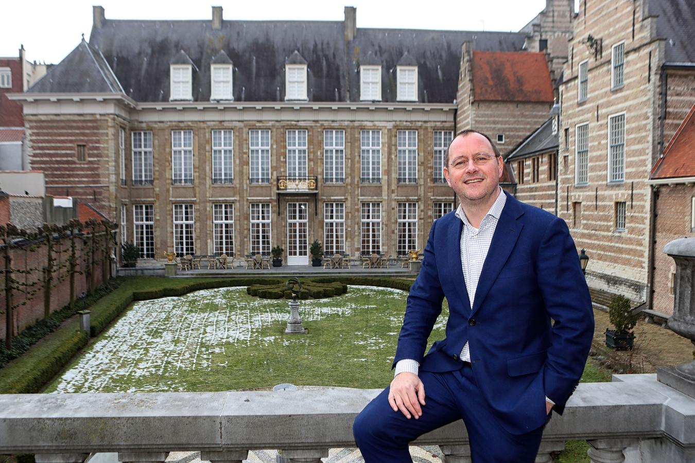 Bergen op Zoom - 18/01/17 - Arjan van der Weegen poseert in de Franse tuin van het Markiezenhof