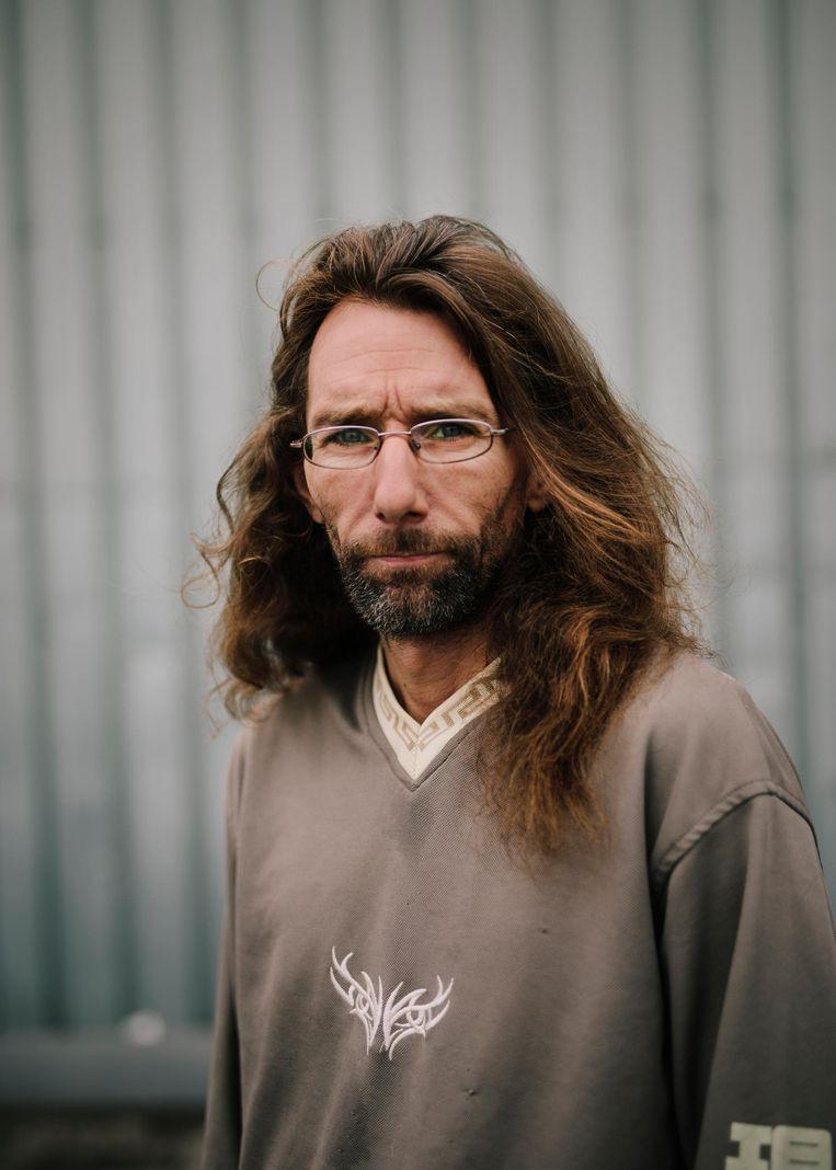 Dennis van den Burg (45) van de Dierenwinkel uit de serie Schuldig speelt deurwaarder: 'Eigenlijk ben ik erin geluisd.' Beeld Marc Driessen