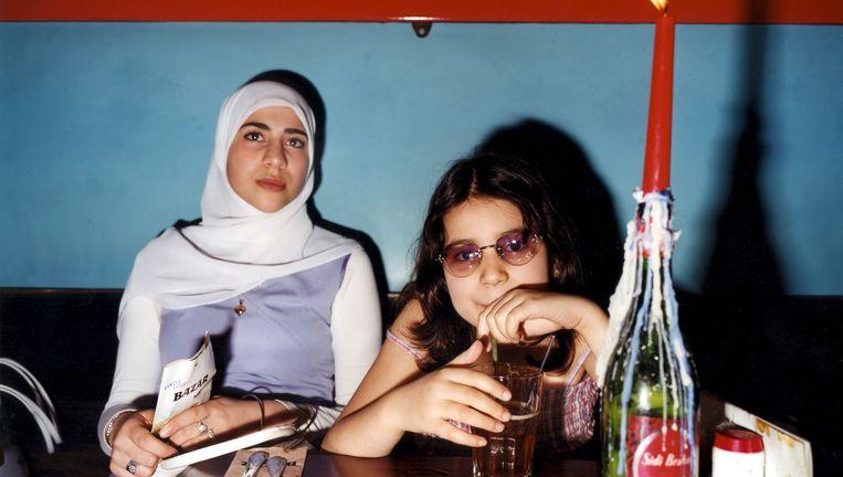 Moslims met een drankje. Beeld Jurgen Huiskens, HH.