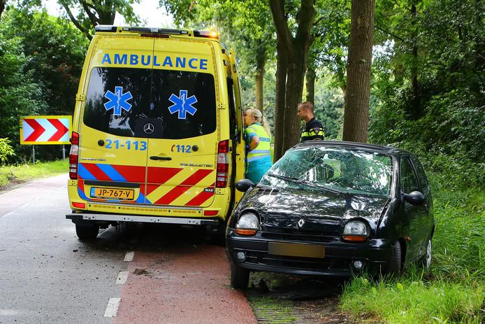 De vrouw is per ambulance voor onderzoek overgebracht naar het ziekenhuis.