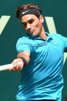 Federer knokt zich naar halve finale in Halle