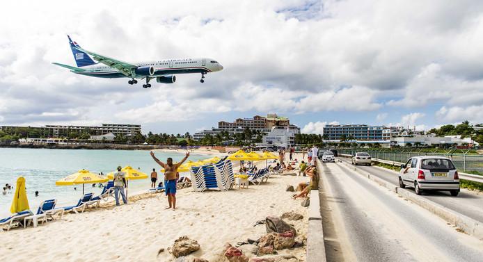 Vrouw komt om door jetblast vliegtuig op Sint Maarten