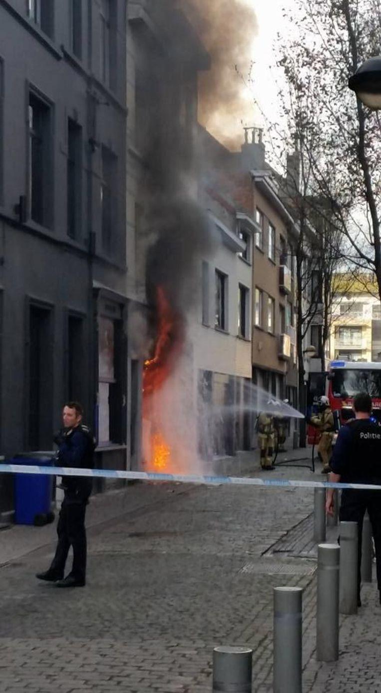 Het huis in de Sint-Franciscusstraat brandde volledig af.