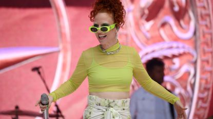 "Jess Glynne zegt uitverkocht optreden last minute af om te gaan feesten met de Spice Girls: ""Levenslang verbannen van ons festival"""
